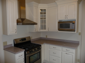 Here is your kitchen before adding a tile backsplash. Dull and uninspiring...